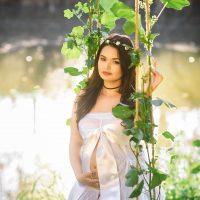 אישה בהריון בטבע