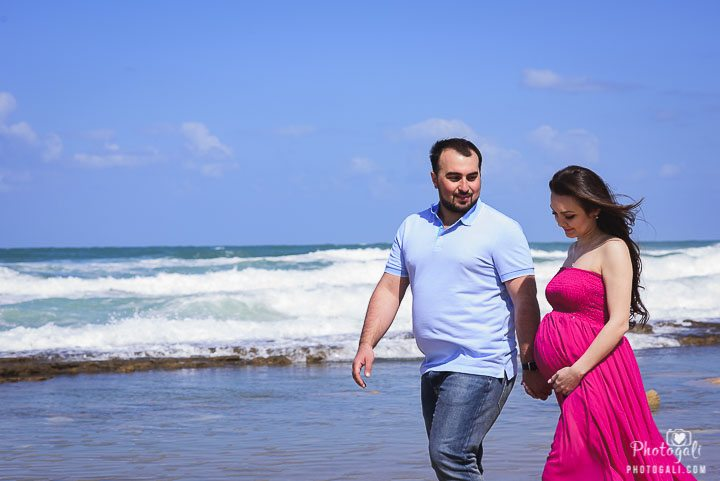 Maternity session on the beach